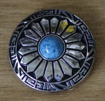 "Concho  "" Siermotief met blauwe steen  """