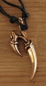 "Ketting  "" Bronzen Drakenklauw """