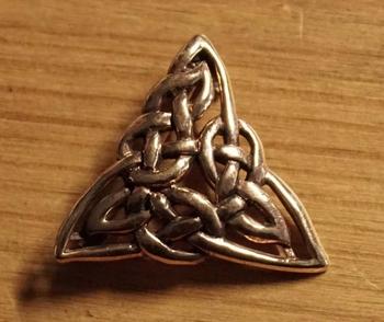 """Broche  """" Keltische knoop triangel  """""""