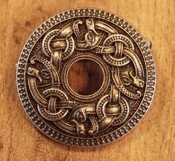 """Broche """"  Keltische knoop met draken """"  nikkel kleurig"""