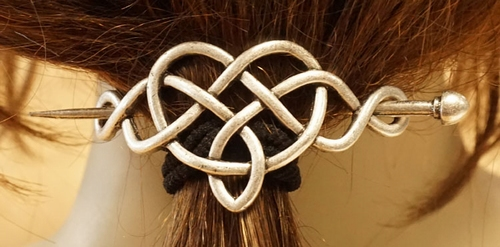 "Haarspeld  "" Eeuwige knoop "" nikkelkleurig"