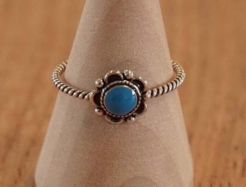 """Zilveren ring  """" Bloem met blauwe steen """""""