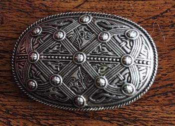 """Broche  """" Keltische teken """"  nikkel kleurig"""