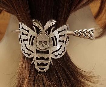 "Haarspeld met haarstokje  "" Vlinder met doodskop """
