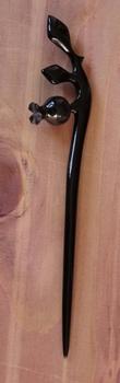 """Haarstokje van hoorn  """" Bloemknop met bladeren """" zwart"""