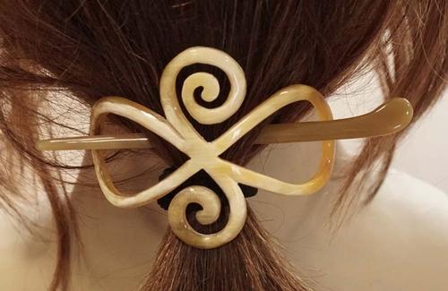 """Hoorn haarspeld met stokje """" Celtic knot """" creme / beige"""