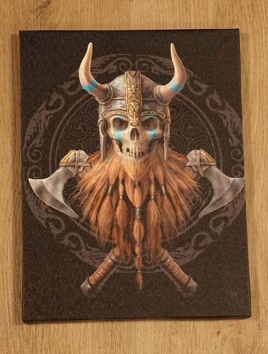 """Anne Stokes wanddecoratie  """" Viking skelet met bijlen """""""