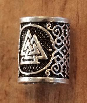 """Baardkraal  """" Keltische driehoek """" nikkel kleurig per stuk"""