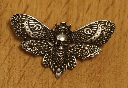 """Broche  """" Vlinder met doodskop """""""
