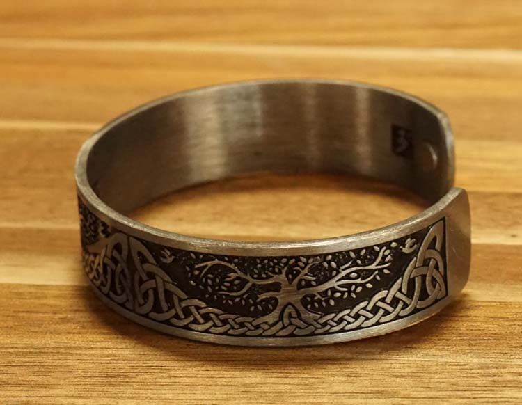 "Armband "" Life of tree  Celtic knot "" nikkelkleurig"