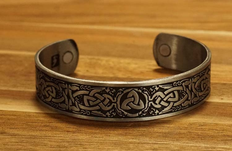 "Armband "" Triskel "" nikkelkleurig"