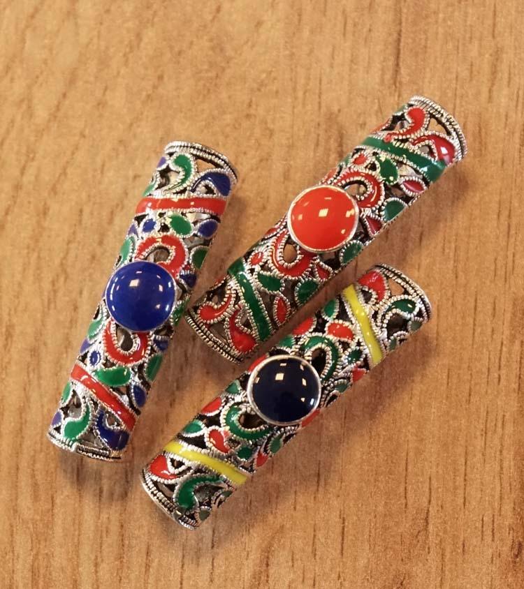 """Baard kralen  """" Gekleurd met stenen """"  set van 3 stuks"""