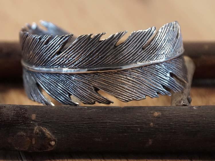 """Brede zilveren klemarmband  """" Veer """""""