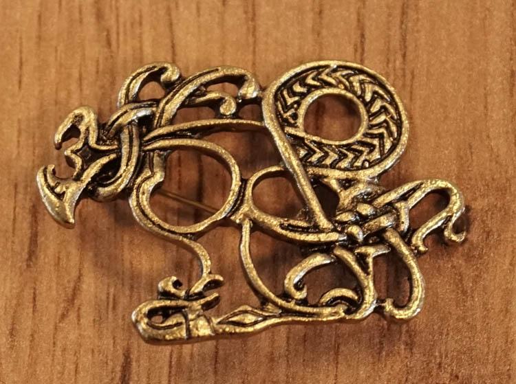 "Broche  "" Celtic dogs ""   goud kleurig"