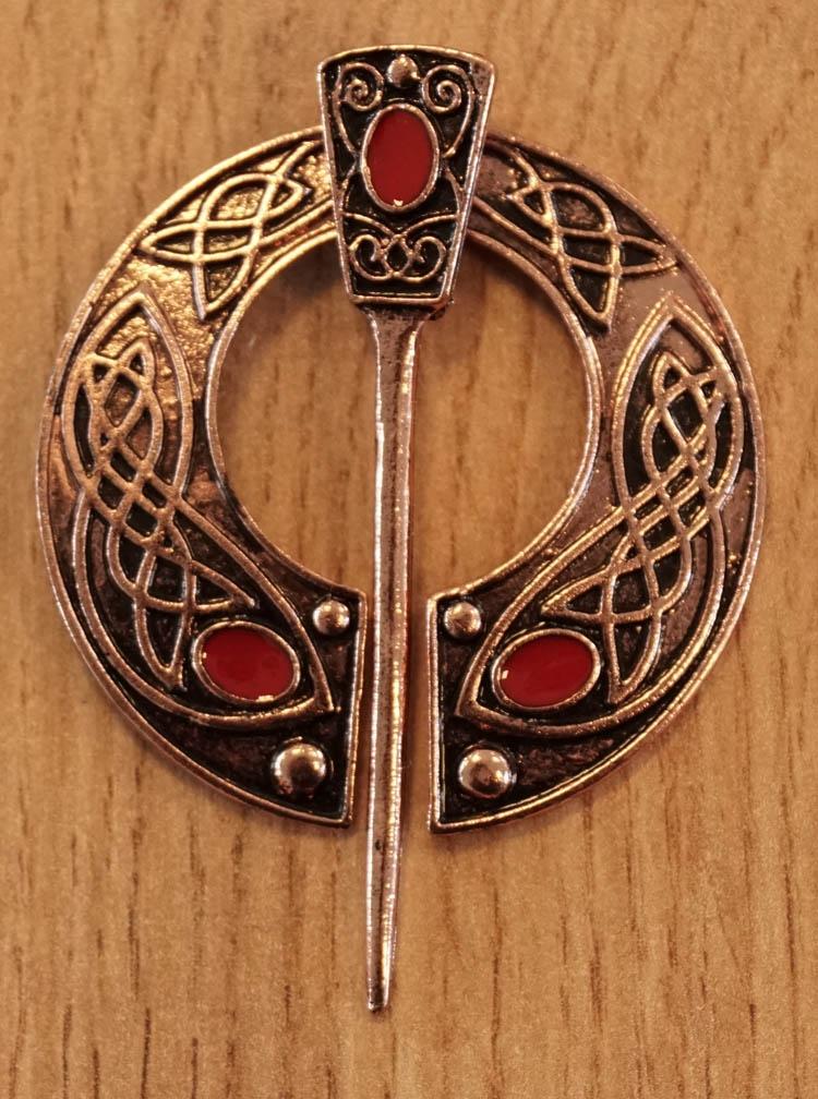 """Cape speld  """" Keltische sierwerk + steen """"  koper kleurig"""