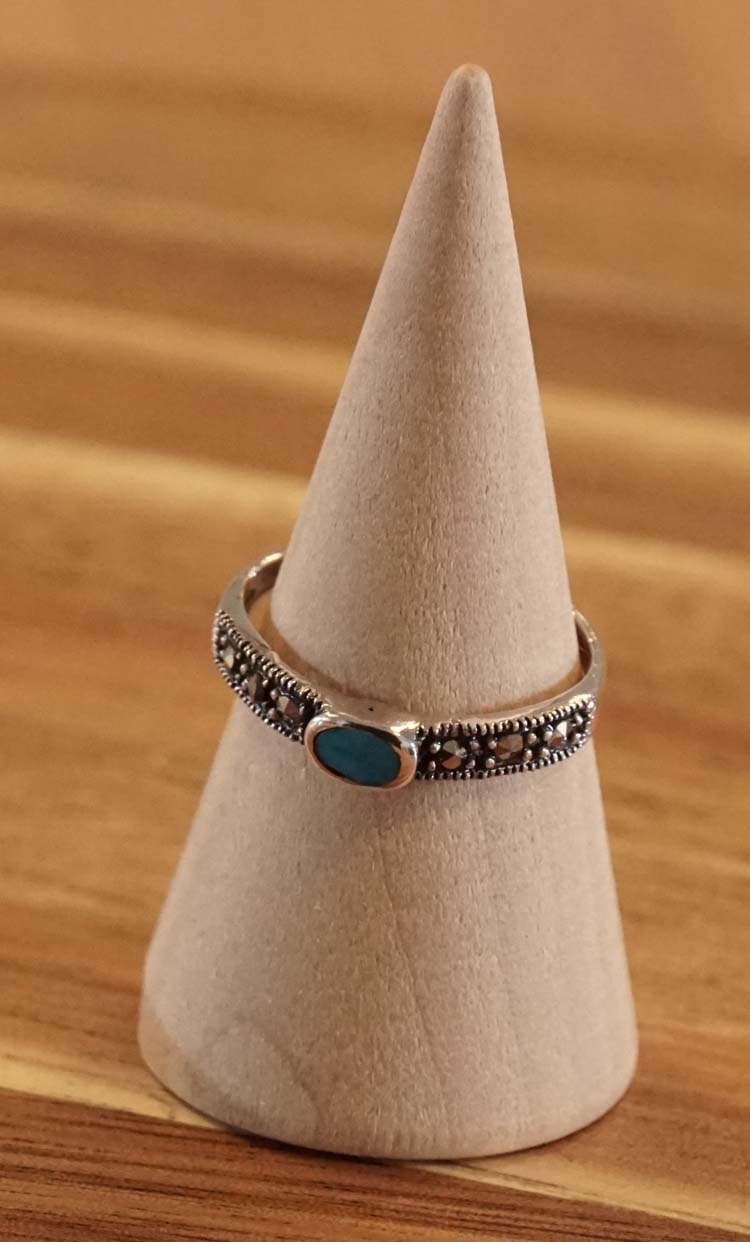 "Ear cuff  "" Keltisch design met blauwe steen ""  per stuk"