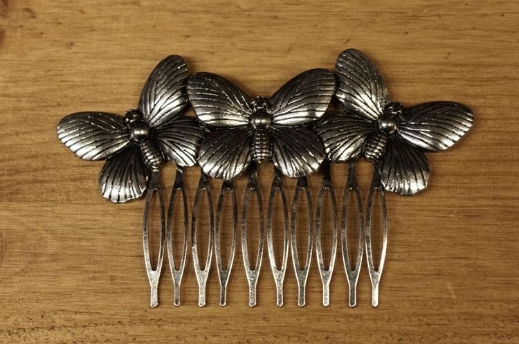 """Haarkam  """" Vlinders """"  zilverkleurig"""