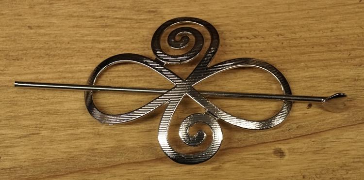 """Haarspeld  """" Keltisch knoop """"    zilverkleurig"""