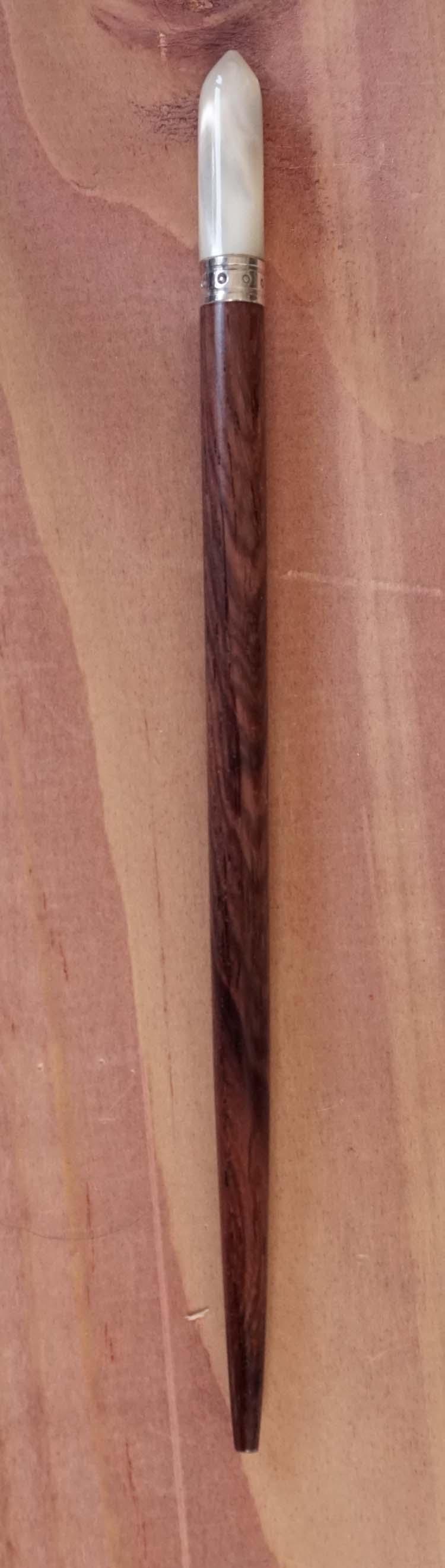 """Haarstokje van hout en bot """" Bruin / zilverkleurig / creme """""""
