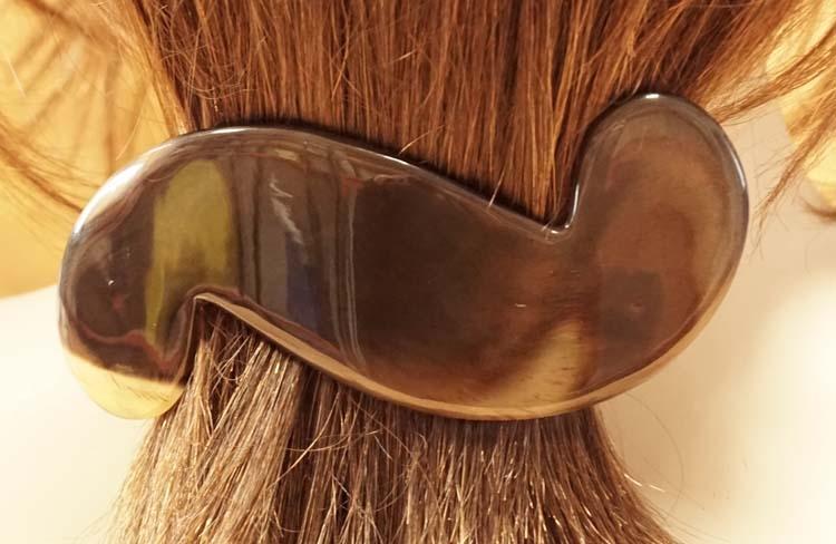 """Hoorn haarclip """" S vorm """"  bruin / beige"""