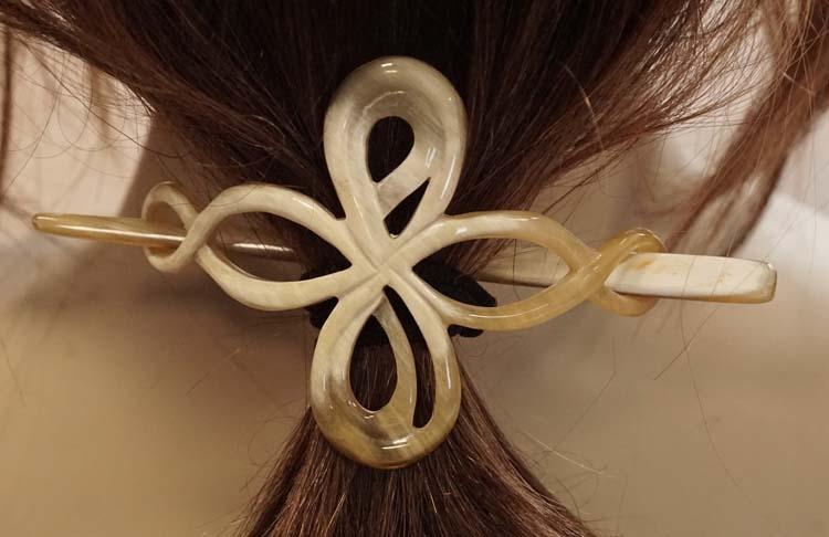 """Hoorn haarspeld met stokje """" Keltische knoop """" beige"""