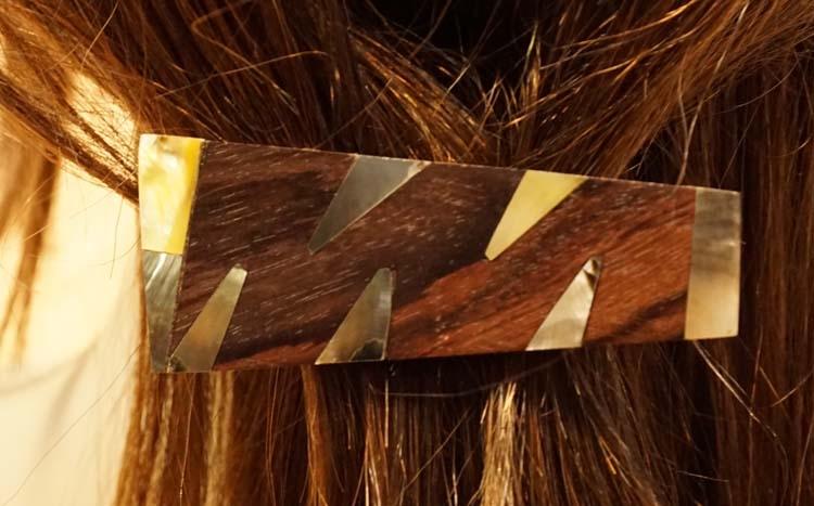 """Houten haarclip  """" Sierwerk """"  bruin / zilver / beige"""