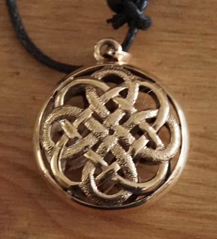 """Ketting  """" Bronzen Keltische knoop """""""