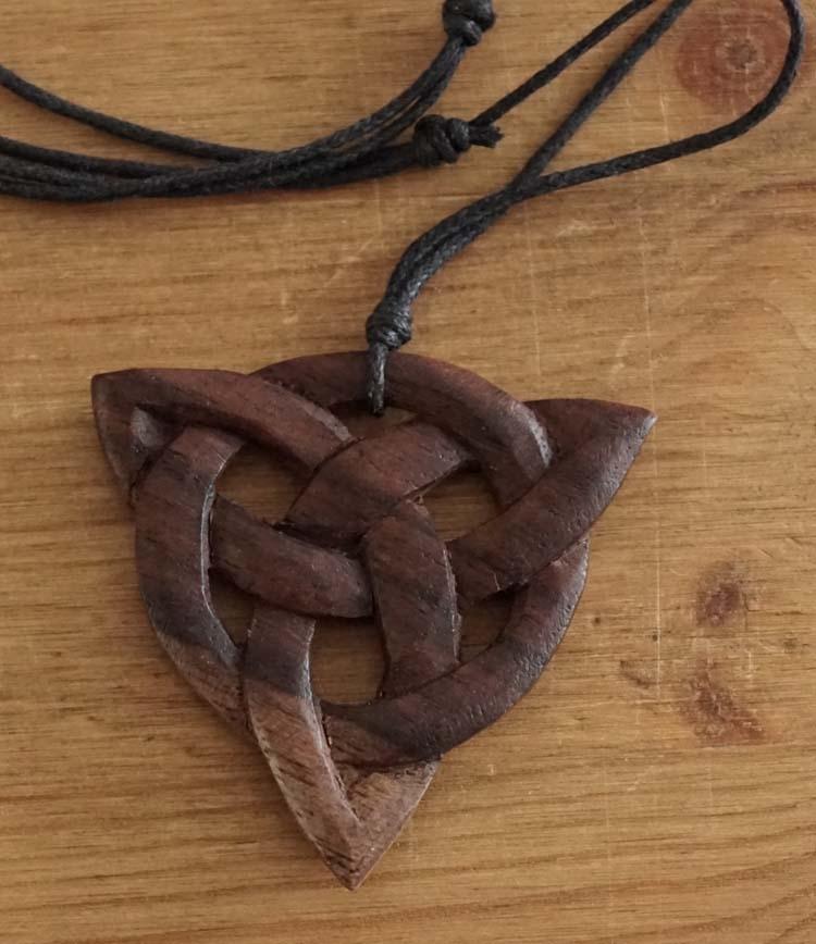 """Ketting  """" Celtic knot """"  Licht- en donker bruin"""