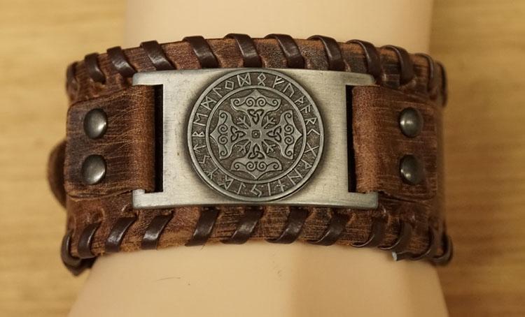 """Leren bruine armband  """" Keltische tekens """"  UITVERKOCHT"""
