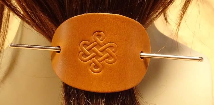 """Leren haarspeld  """" Keltische knoop """"  tan"""