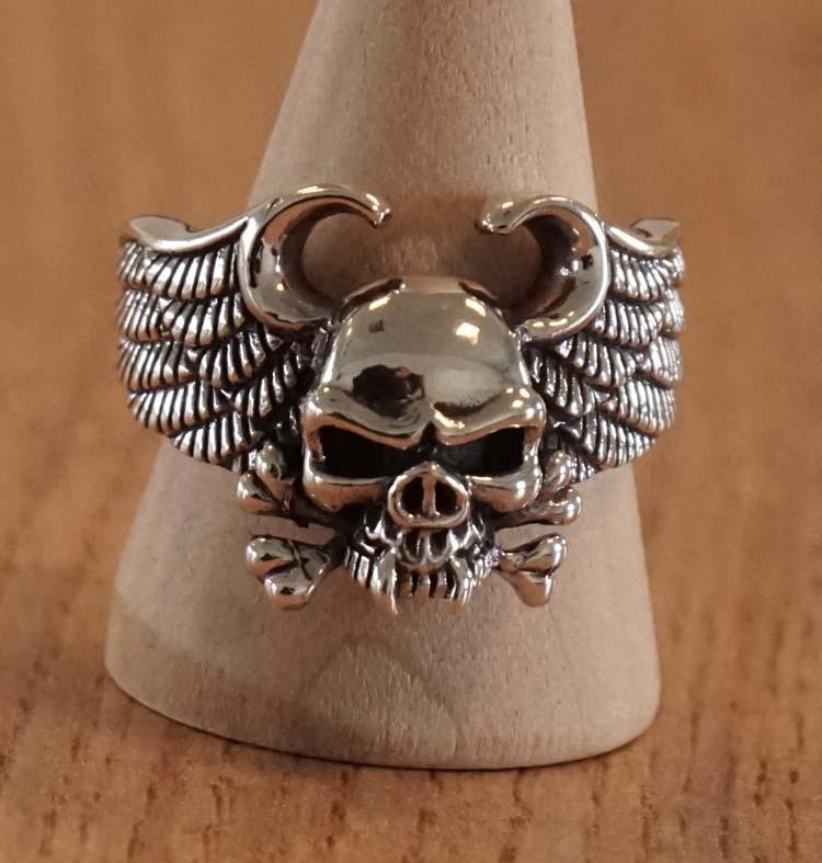 """Zilveren ring  """" Doodshoofd met vleugels """""""