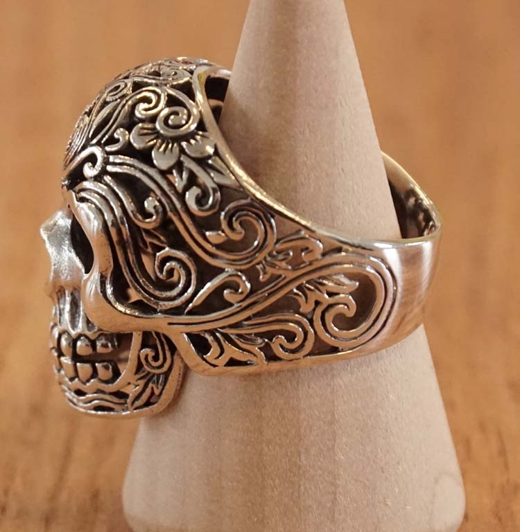 """Zilveren ring  """" Doodskop met keltische tekens """""""