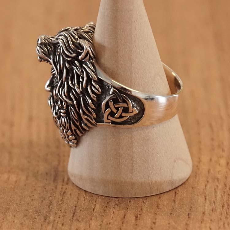 """Zilveren ring  """" Viking met wolvenmuts en keltische knoop """""""
